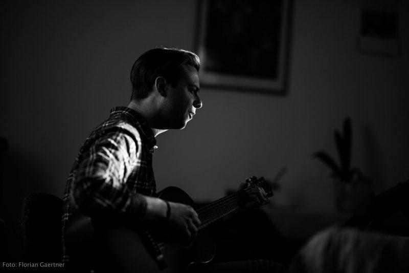 David Berger beim Gitarrenunterricht und Musikschule in Görlitz - Fotografie: Florian Gärtner